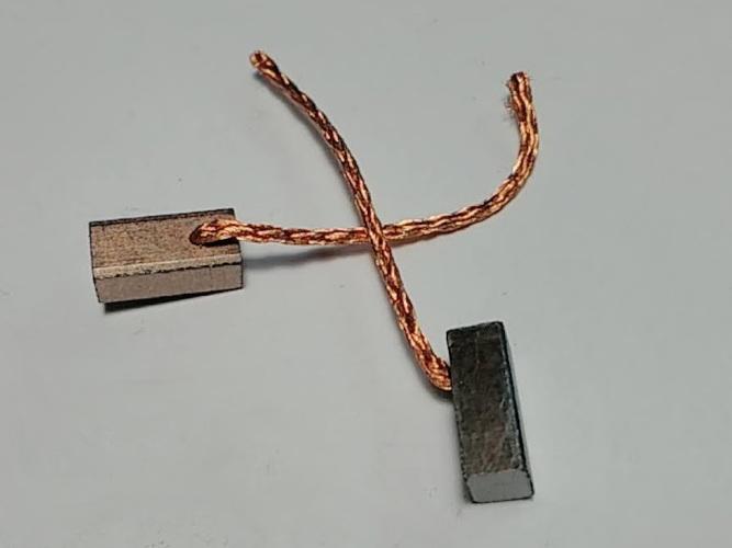 Медно-графитовые щетки 4*5*10 электродвигателя