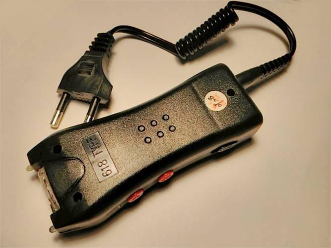 Электрошокер 100*40*25 мм с фонариком
