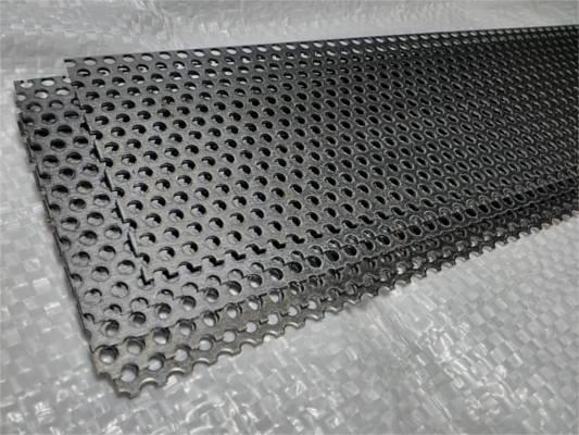 Сетка 670*68 с ячейкой 3 мм для зернодробилки ДТЗ
