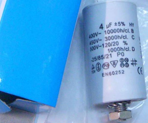 Конденсатор 4µF на проводах и гайке холодильника Атлант