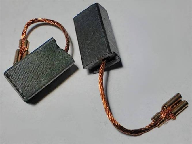 Щетки 6*9 с проводами с торца и прямыми клеммами