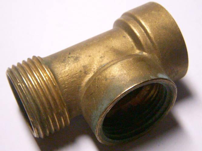 Водопроводный резьбовый тройник 3 * 1¼