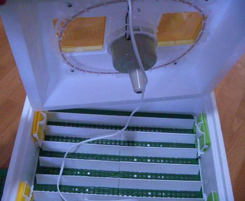 Продуманный инкубатор Квочка МИ-30-1-Э с перекатом и вентилятором