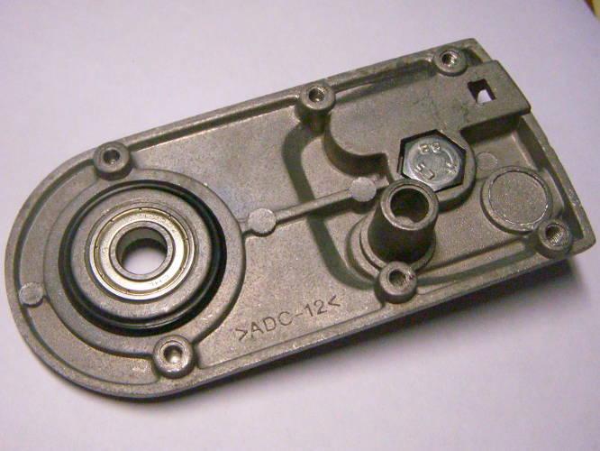 Прямая алюминиевая крышка натяжителя цепи электропилы CKS 2250, ПЦ-4774