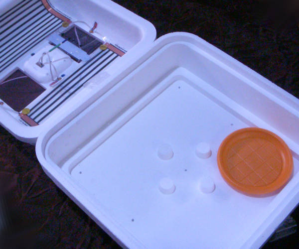 Компактный инкубатор Smart Digital на 70 куриных яиц с инфракрасным нагревом и цифровым терморегулятором