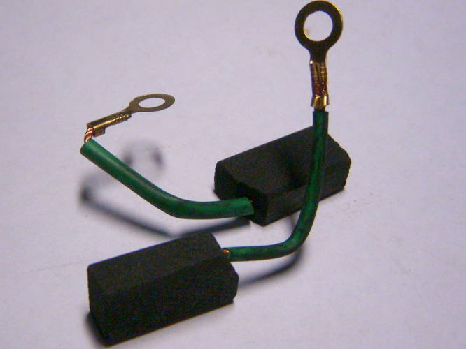 Щетки 7*11 мм винт с проводами в изоляции электропилы Rebir