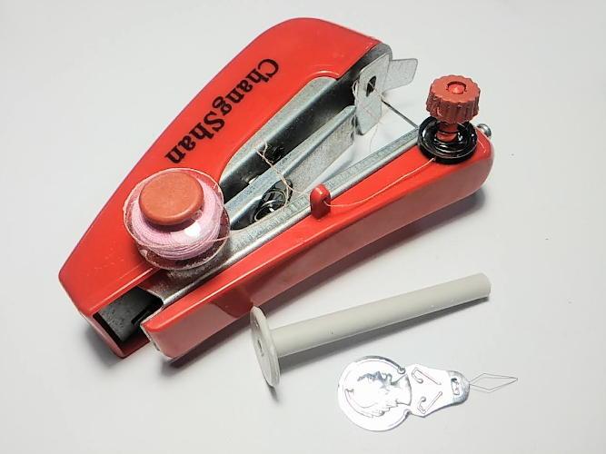 Ручная швейная машинка OM666