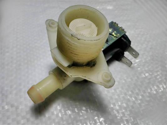 Клапан 1/90° стиральной машины Whirlpool 319158