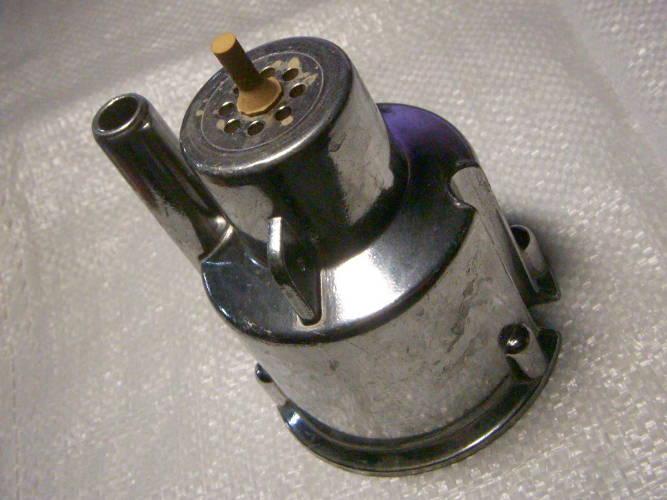 Верхняя крышка вибрационного насоса Дачник с верхним забором