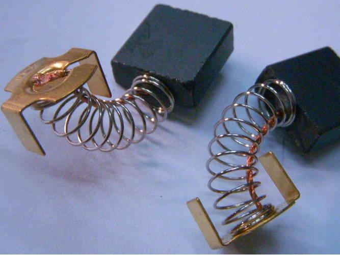 Токосъемные щетки 7x17x18 мм для цепной электропилы Тайга ПЦ-2000, Rebir 2500