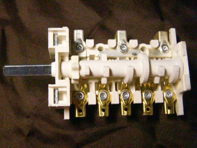 Переключатель 5HT 006P260813 для электроплиты Ariston, Indesit