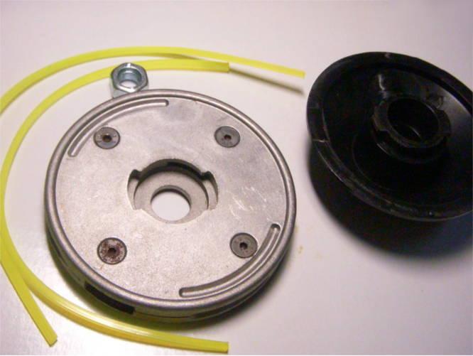 Плоская косильная головка электрокосы с жесткой фиксацией на гайке