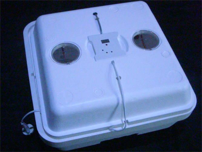 Литой инкубатор с тэновым нагревом и цифровым терморегулятором