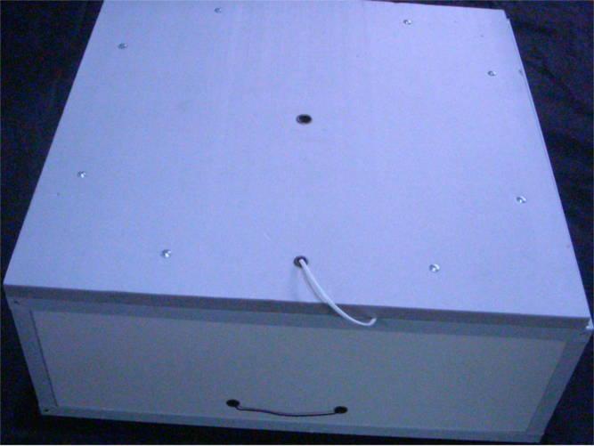 Тэновый инкубатор на 130 яиц с механическим переворотом в пластиковом корпусе