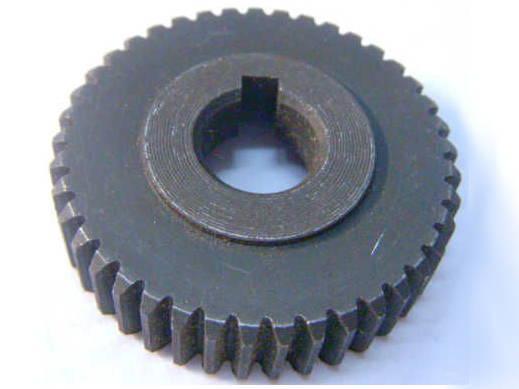 Прямозубая шестерня для торцовочной электропилы диаметром 43 мм