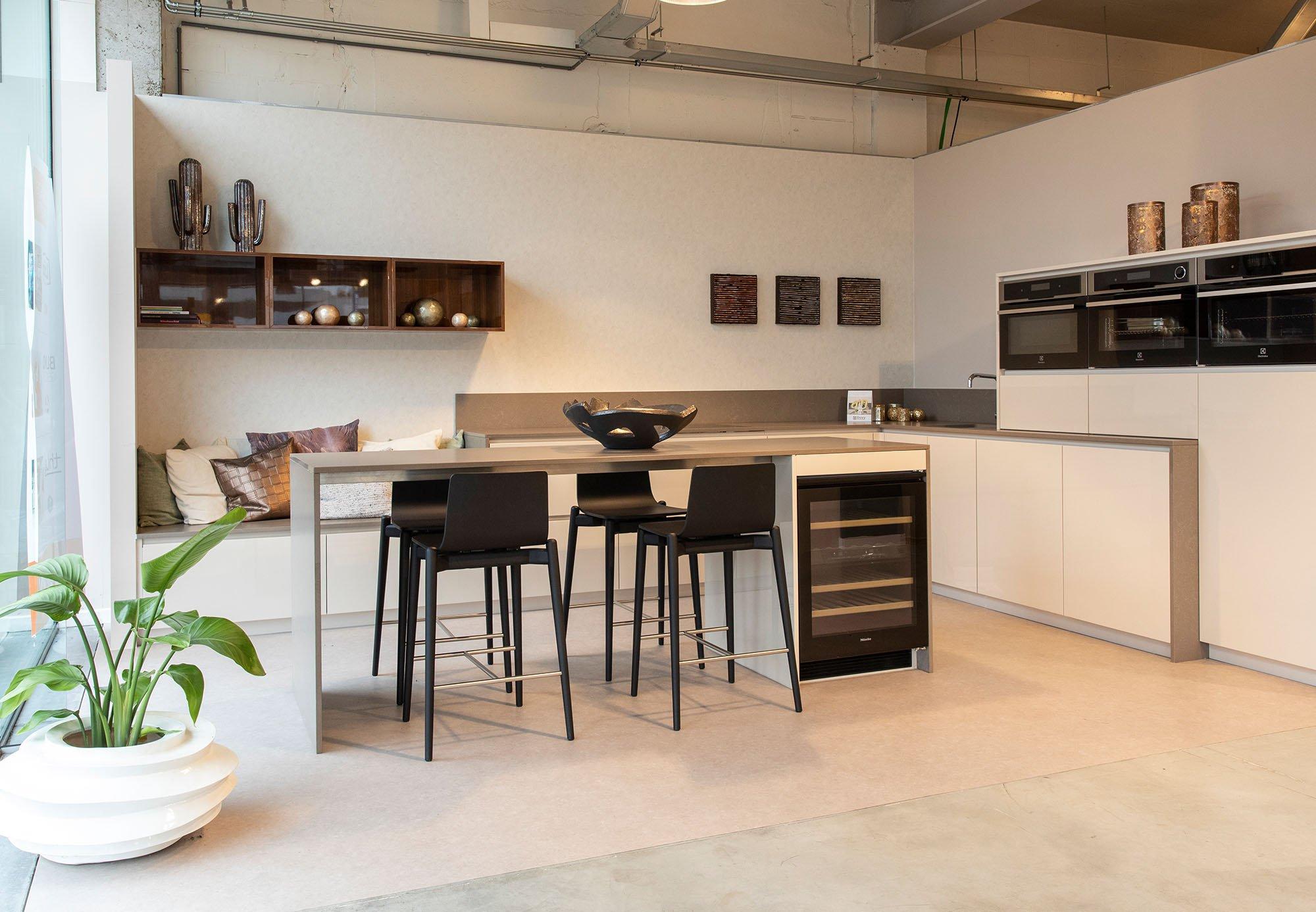 Design-keuken-gelakt-te-koop-dovy-keukens_0010_Pop-up Schoten_BOX 9_02.jpg