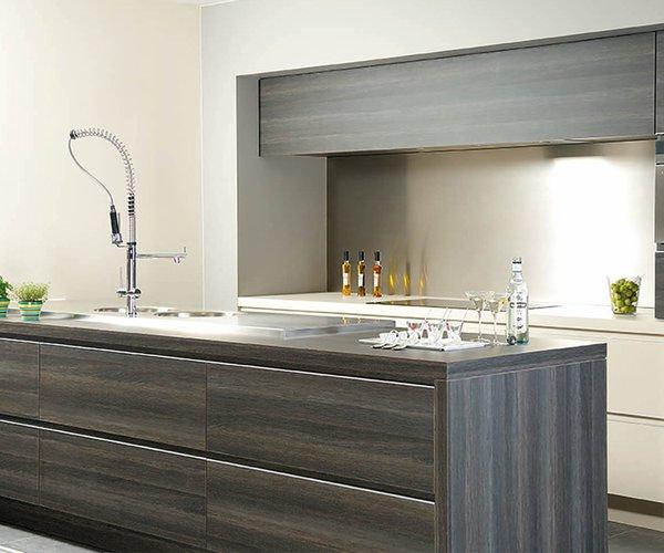 Moderne keuken in houtstructuur - Model Alupro