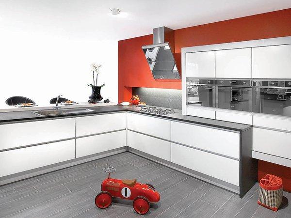 Witte moderne keuken met glasdeuren - Model Sirius