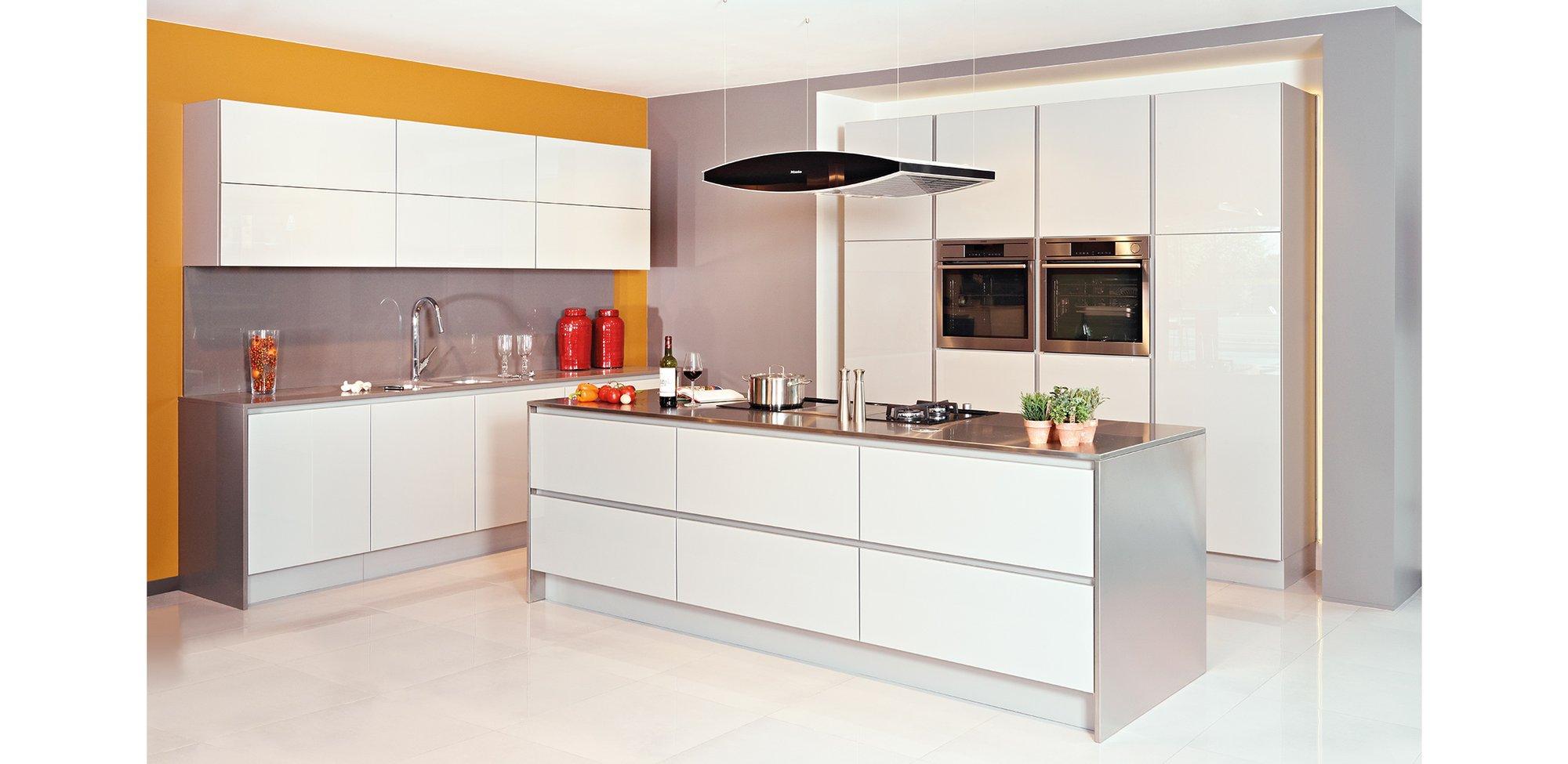 Moderne, witte keuken in glas - Model Sirius