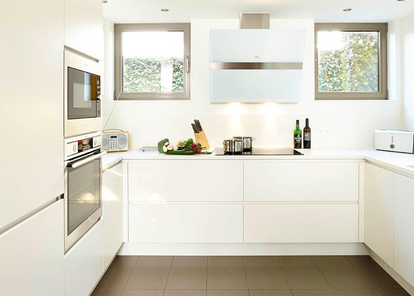 Witte moderne keuken greeploos - Model Design