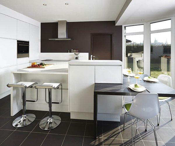 Cuisine moderne blache avec île de cuisine - Modèle Design