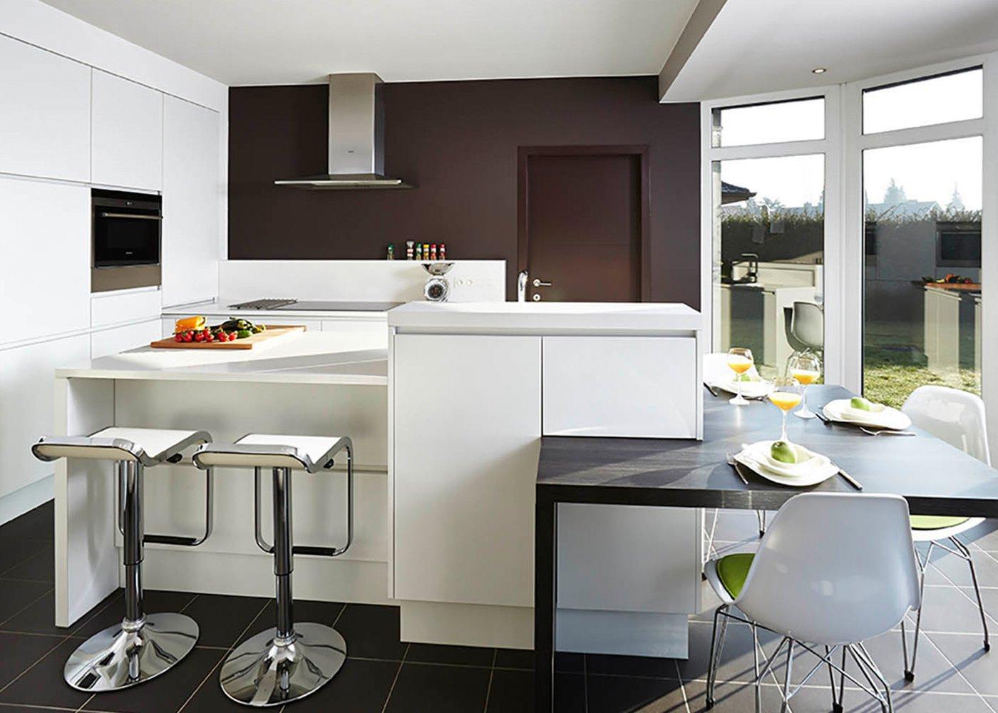 Moderne witte keuken met kookeiland - Model Design