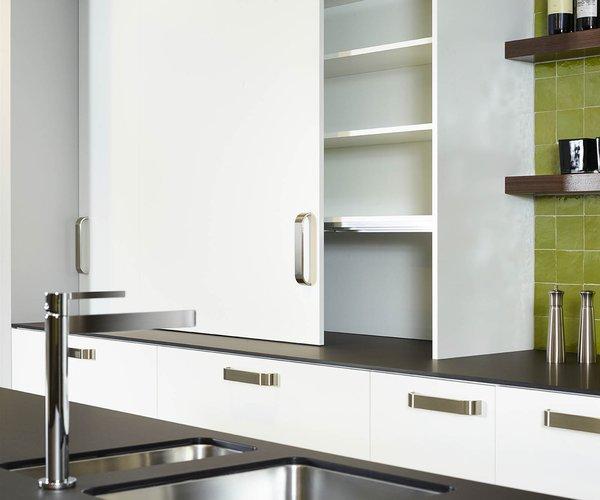 Moderne witte keuken in frontlaminaat - Model Toronto - Praktische kast met schuifdeuren
