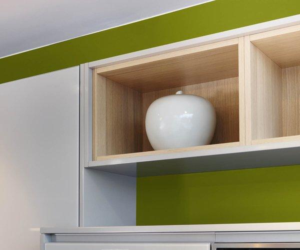 Moderne witte keuken in gelakt glas - Model Sirius - Decoratieve inzetkastjes