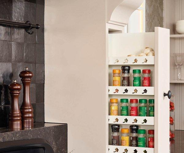 Landelijke keuken - Model Les Flandres - Kruidenrek naast kookgedeelte