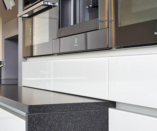Strakke moderne keuken - Model Sirius - Werkblad in natuursteen