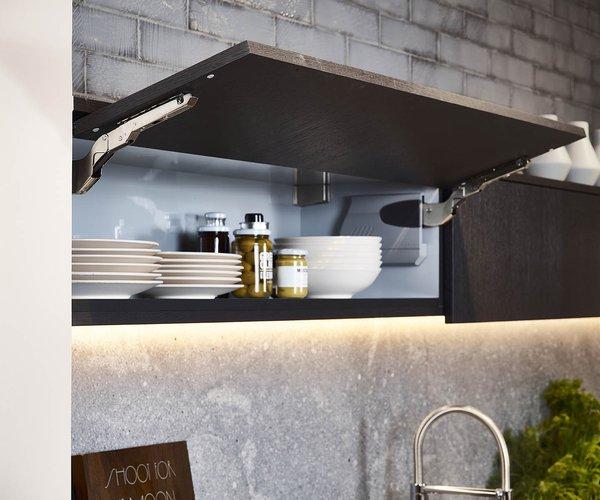Cuisine moderne noir en placage de bois - Modèle Design - Armoires suspendues à portes battantes