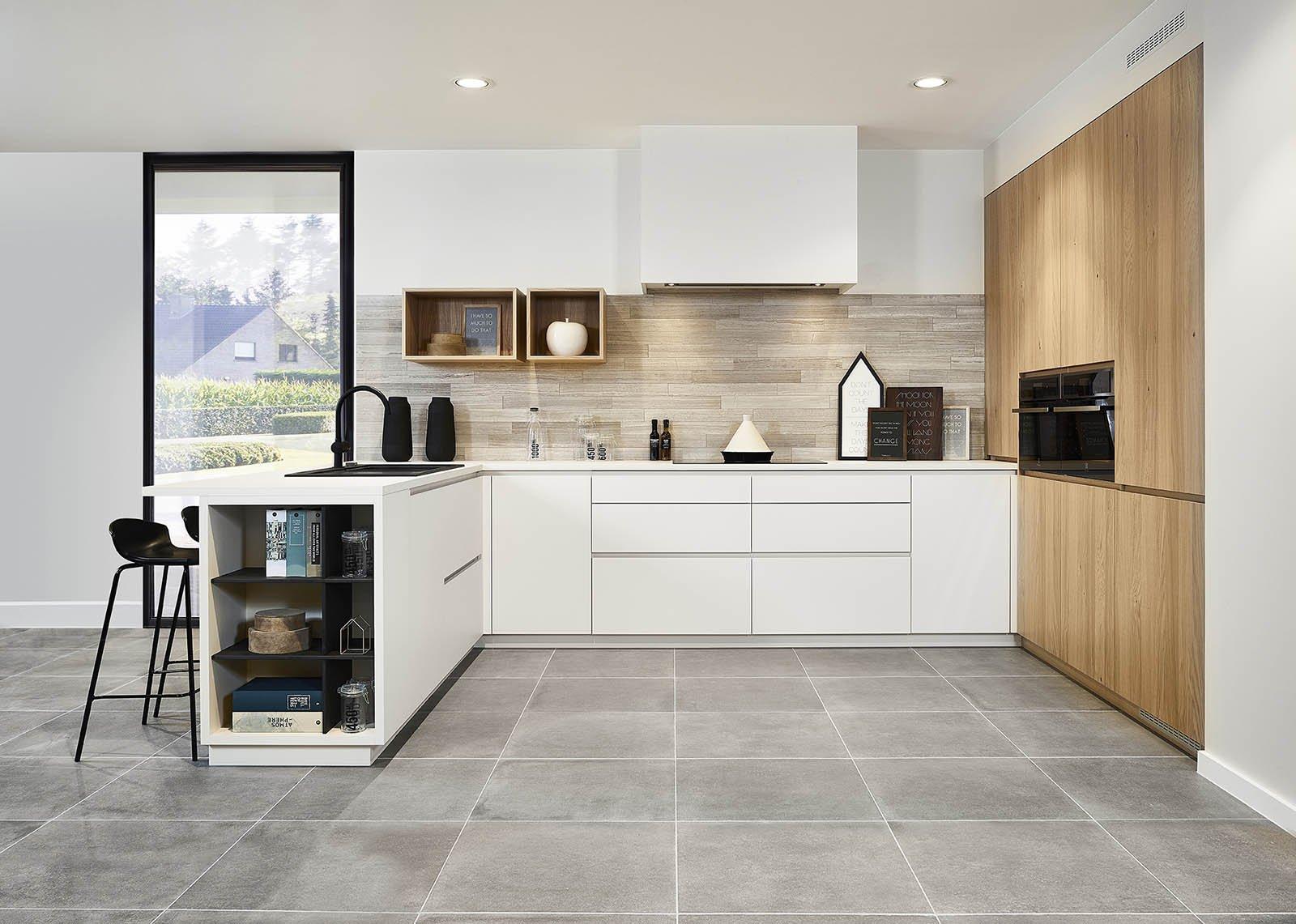Cuisine moderne avec mur en placage bois - Modèle Design
