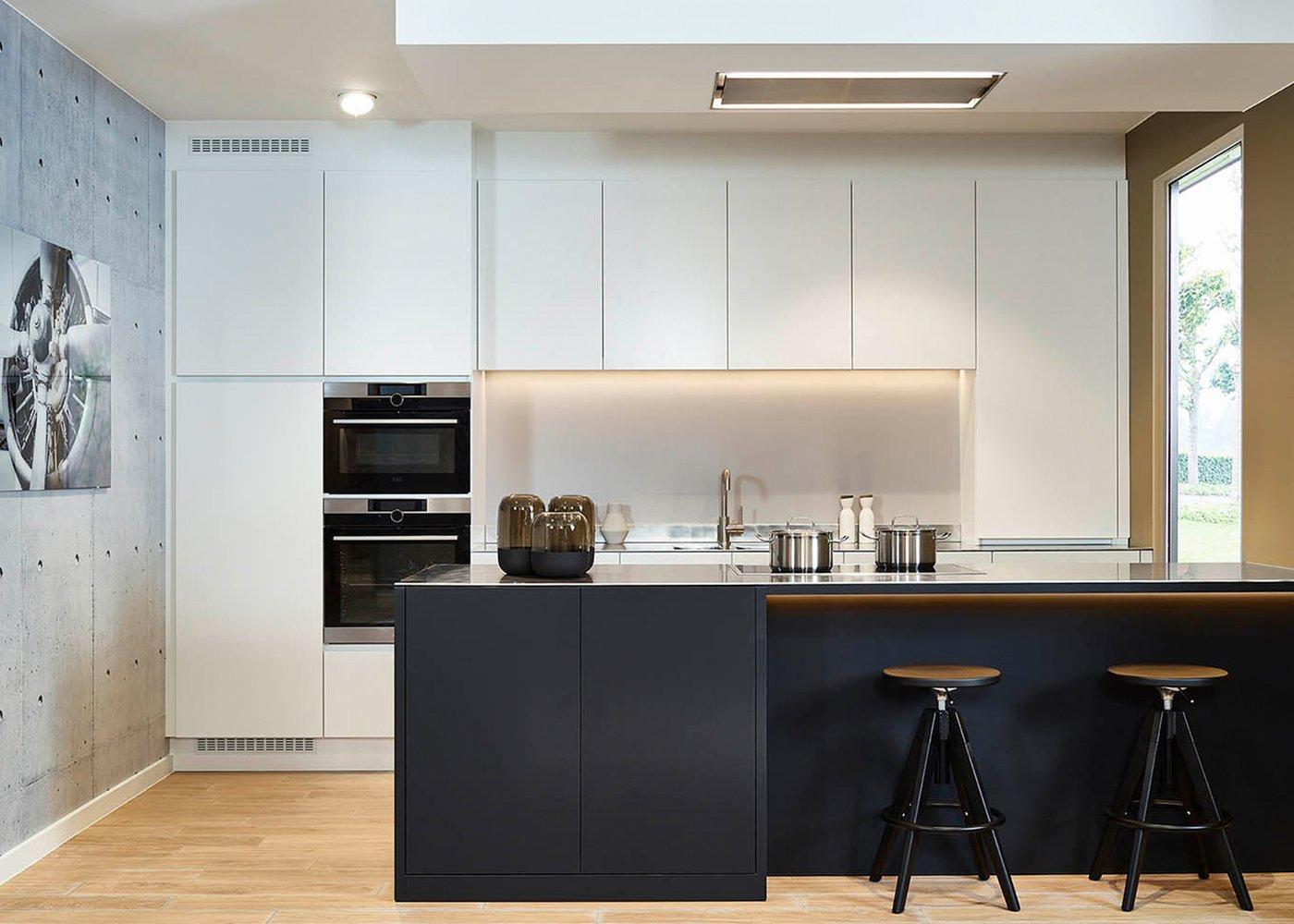 Moderne greeploze keuken in zwart-wit - Model Design