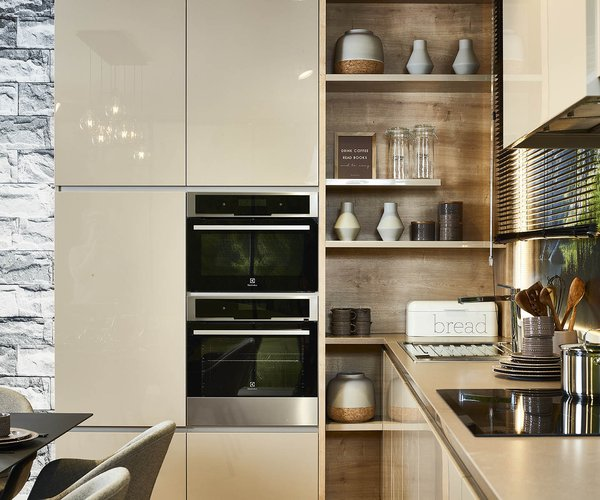 Moderne keuken in hoogglans lak - Model Design Tipon - Spiegelende keukendeuren