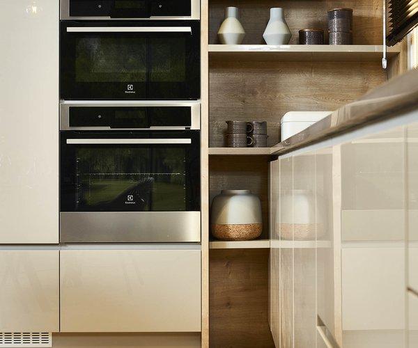 Cuisine moderne en vernis brillant - Modèle Design Tipon - Armoires de cuisine réfléchissantes
