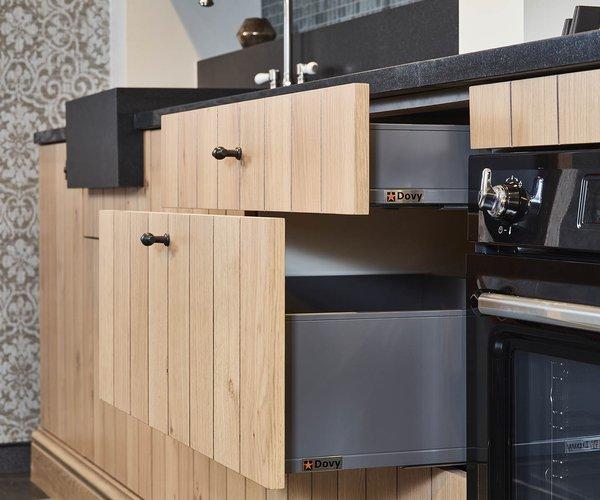 Rustieke keuken in fineer eik - Model Provence - Volledig uittrekbare laden