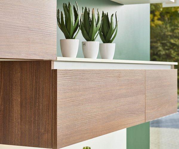 Roodbruine keuken in laminaat - Model Design - Handige hangkasten