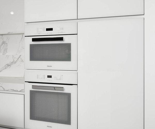 Moderne witte keuken in gelakt glas - Model Sirius - Witte keukentoestellen