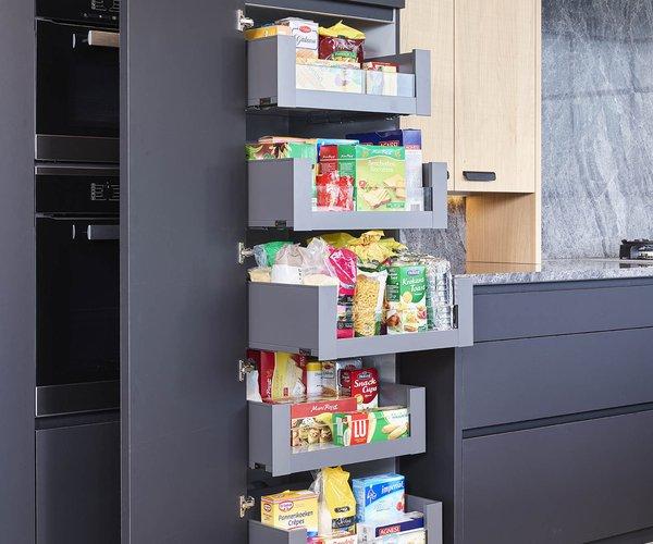 Cuisine moderne en chêne plaqué 'scarved' - Modèle Design-Toronto - Ingénieux système de tiroirs masqués