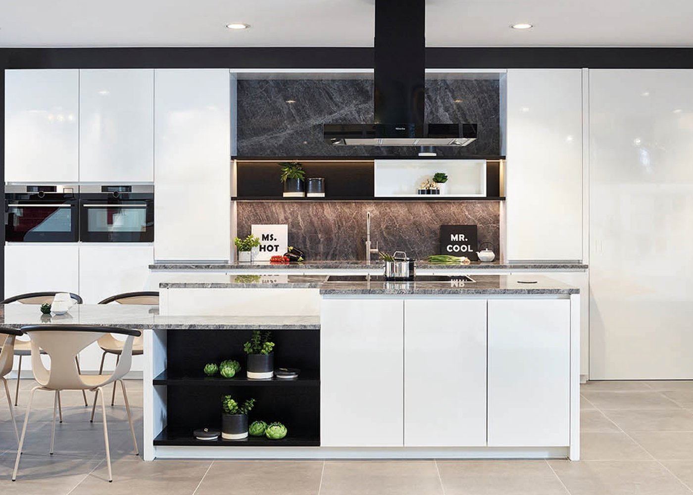 Moderne witte keuken in blinkend frontlaminaat - Model Design