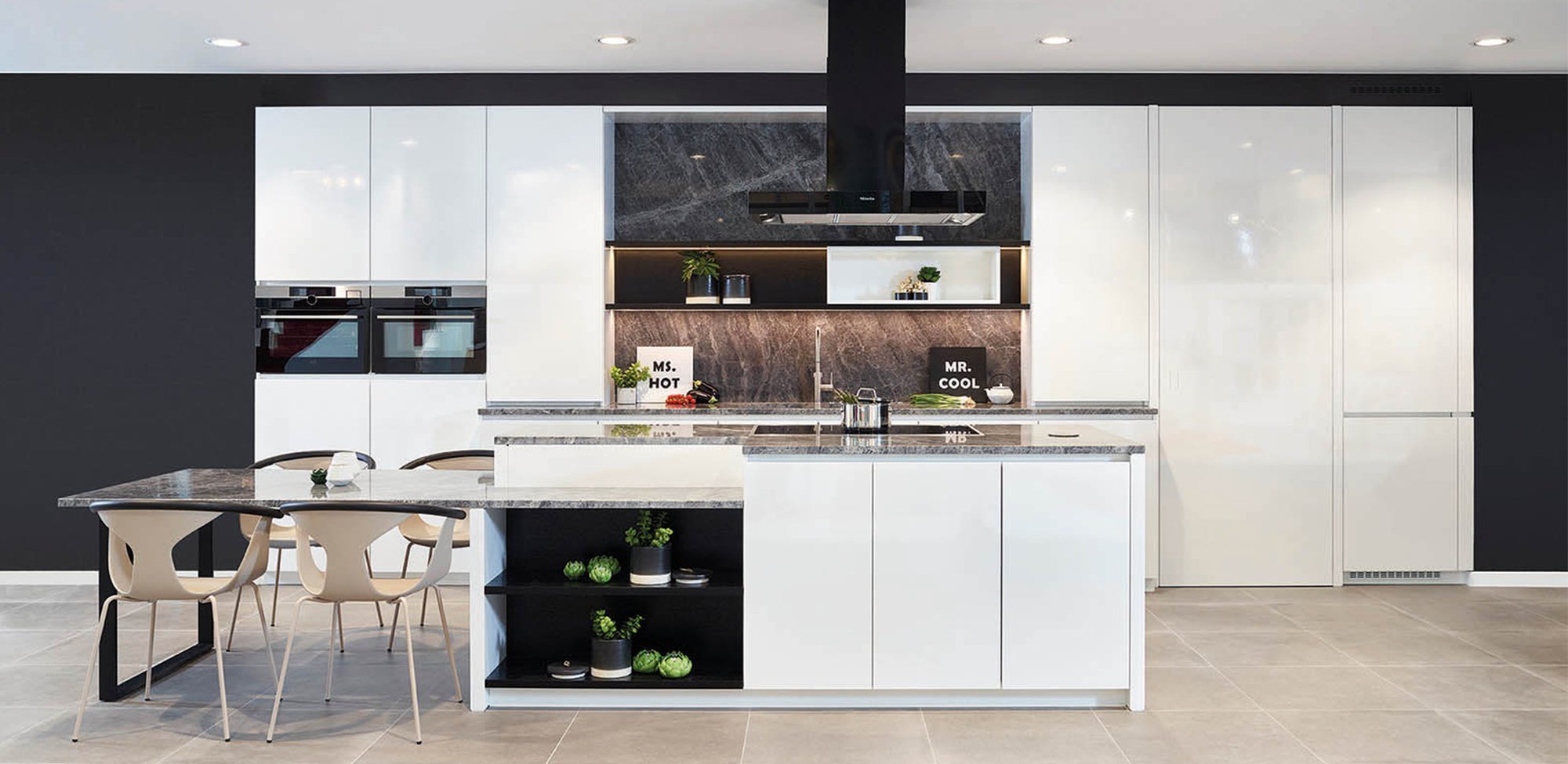 Moderne witte keuken in blinkend frontlaminaat - Model Design