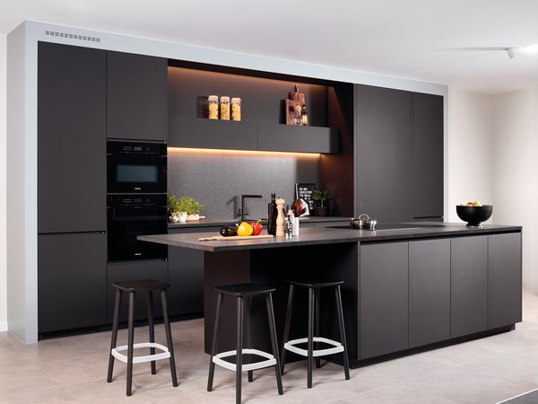 Cuisine moderne noire sans poignées - Modèle Design