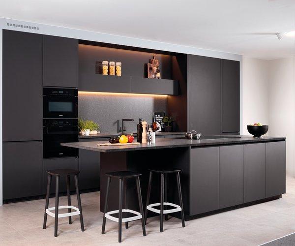 Moderne zwarte keuken zonder grepen - Model Design