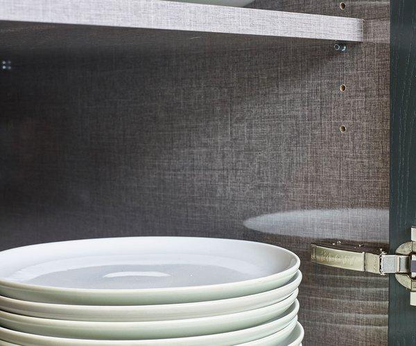 Klassieke massief eiken keuken - Model Bologna - Glanzend laminaat met linnenstructuur binnenin