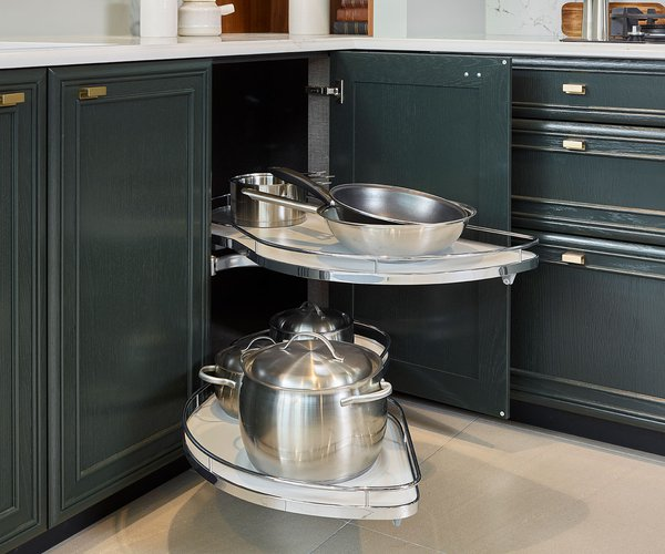 Klassieke massief eiken keuken - Model Bologna - Uittrekbaar hoeksysteem