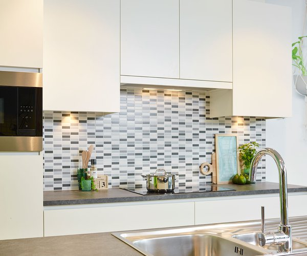Strakke moderne laminaatkeuken - Model Design - Greeploze keuken