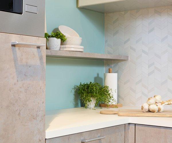 Moderne keuken in betonlook - Model Toronto - Legplank boven werkblad
