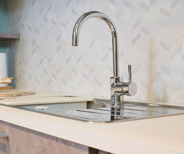 Moderne keuken in betonlook - Model Toronto - Inox kraan en spoelbak