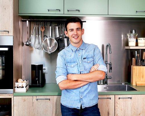 Loïc dans sa cuisine
