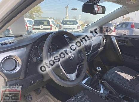 Toyota Auris 1.4 D-4D Advance 90HP